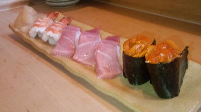 すし磯 - 料理写真:中トロ、ウニ