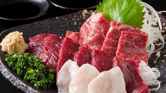 博多もつ鍋おおやま - 料理写真:馬刺し