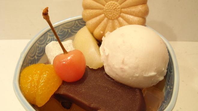 菊丸 - 料理写真:桜あんみつ ¥770