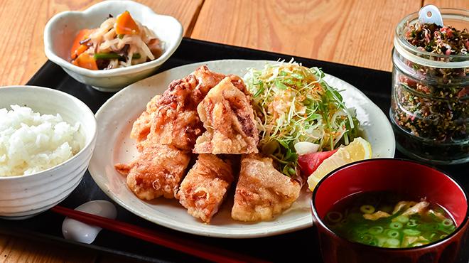 梅山鉄平食堂 - メイン写真:鶏もものから揚げ定食