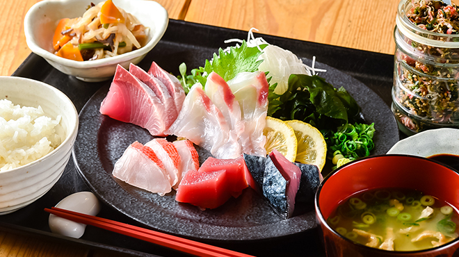 梅山鉄平食堂 - メイン写真:刺身定食