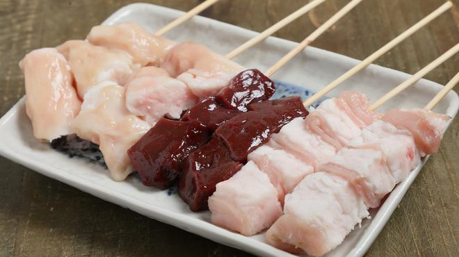 江戸堀 肉串 串の向こう側 - 料理写真:ホルモン盛り合わせ