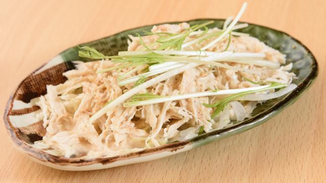 松阪味噌焼 ホルモン酒場 - メイン写真:とりサラダ