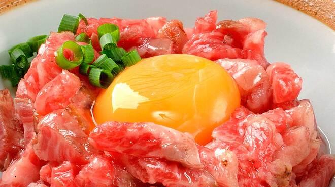 焼肉や とんちゃん亭 - 料理写真:和牛炙りユッケ
