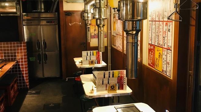遊園肉流通センター - 内観写真:ゆったりとしたテーブル席