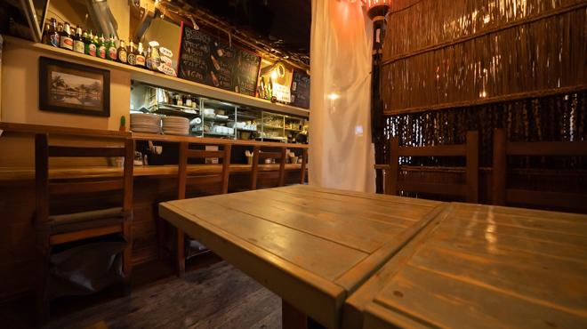 アジアンバル glow - メイン写真:テーブル