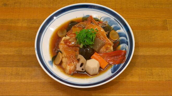 利光 - 料理写真:煮付け・・・がしら/きんき/のどぐろ/かんぱち(季節によって旬なお魚をお出ししています。)