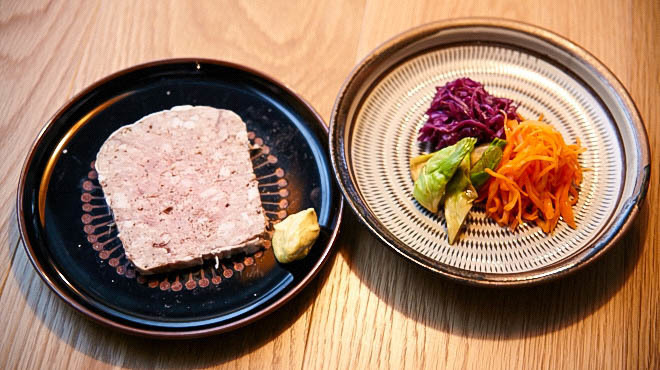炭とワインと日本酒 イルフェソワフ - メイン写真:パテドカンパーニュ&野菜の3種盛り