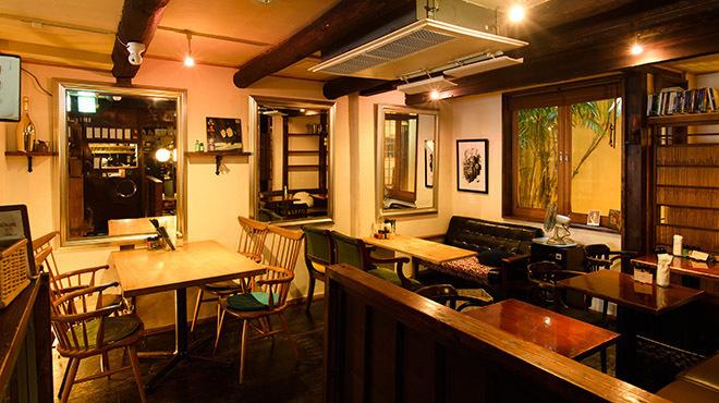 cinq cafe - 内観写真:テーブル