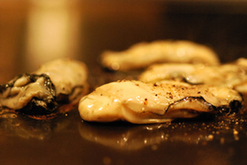 OSAKA きっちん - 料理写真:生でも食べられる新鮮な海鮮を贅沢に鉄板焼きで堪能♪