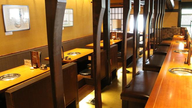 焼肉料理屋 南山 - 内観写真:小上がりお座敷2、カウンター