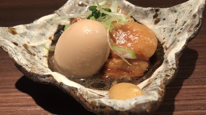 辛麺 華火 - 料理写真:柔らかい角煮と半熟の煮卵