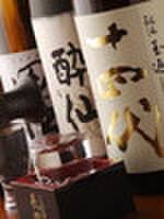六右衛門 - 内観写真:銘酒から地方地酒までいろいろ取り揃えております