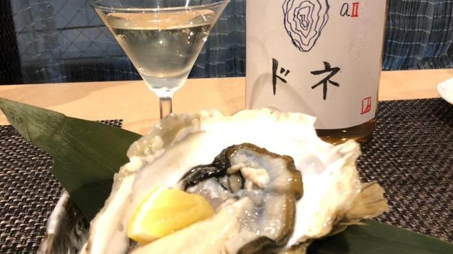 はたがやレバー - 料理写真:牡蠣に合わせて造った日本酒を生牡蠣にかけて、お酒とのマリアージュを楽しんで頂けます。
