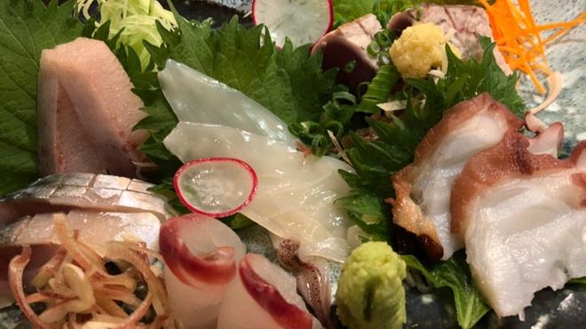 はたがやレバー - 料理写真:こだわり鮮魚の刺し盛り、980円