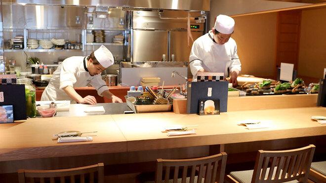 藁焼きと茶碗蒸し 西新橋魚金 - 内観写真: