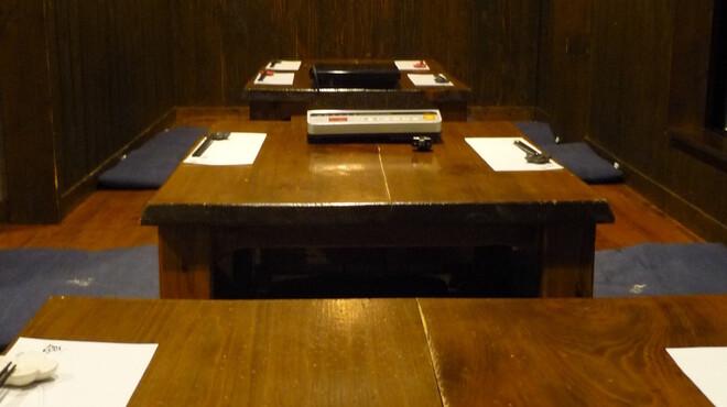 ぼんぐう・kurobuTa - 内観写真:ホール席は、全て掘りごたつの15名様以上で貸切り可能です。最大22名様迄可能です!!