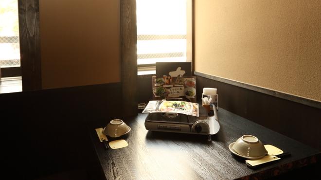 博多もつ鍋 馬肉 九州自慢 - 内観写真: