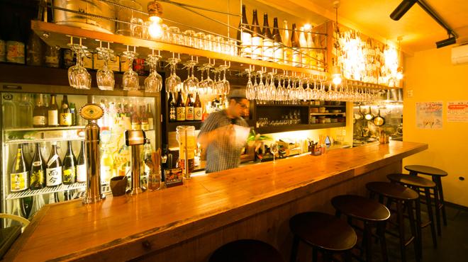 日本酒 ト ワイン 岡野 - メイン写真:カウンター