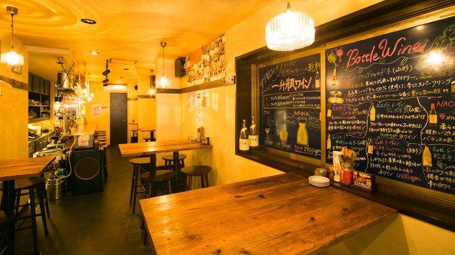 日本酒 ト ワイン 岡野 - メイン写真:テーブル