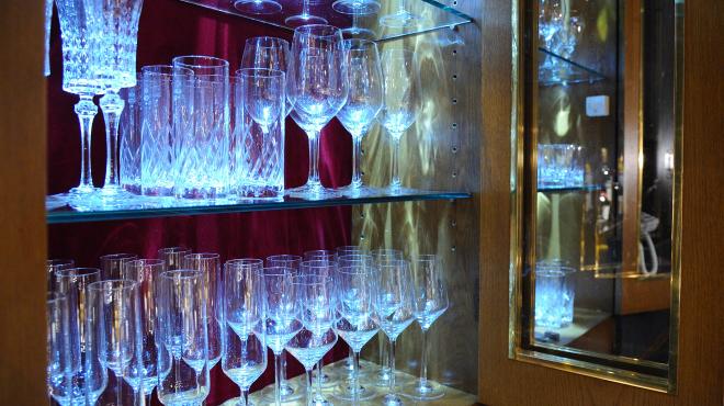 バー エグザゴーヌ - メイン写真:グラス棚