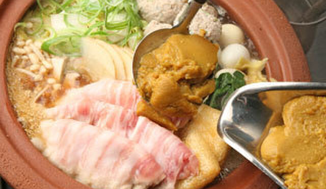 麺酒房 実之和 - 料理写真:鶏ガラスープで豚肉・肉団子・野菜などたくさんの具材を煮込み、特性かれールーを投入!