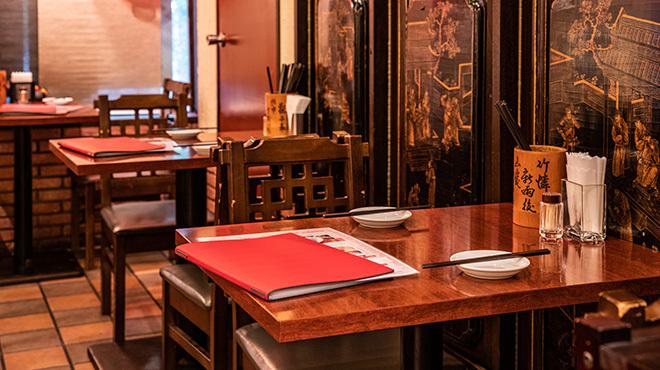 台南担仔麺 - メイン写真:二人席