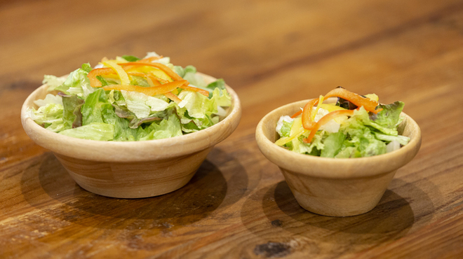 ストロングスタイル - 料理写真:サラダ   左 レギュラーサイズ 右 スモールサイズ