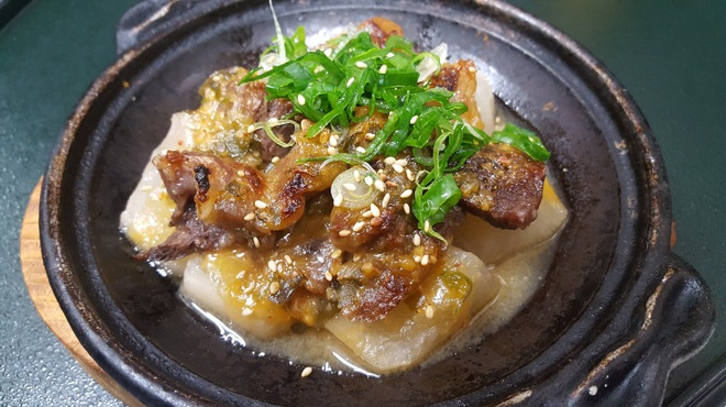金の穂銀の水 - 料理写真:国産黒毛和牛の牛筋と大根の味噌ダレ焼き 759円