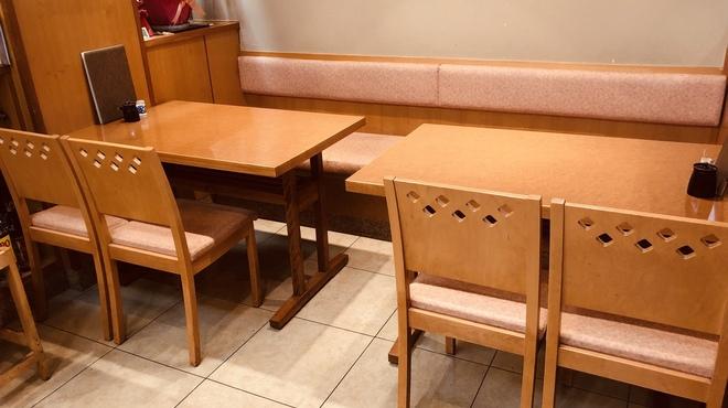 勇寿司本店 - 内観写真:2名様〜8名様までお使い頂けるテーブル席