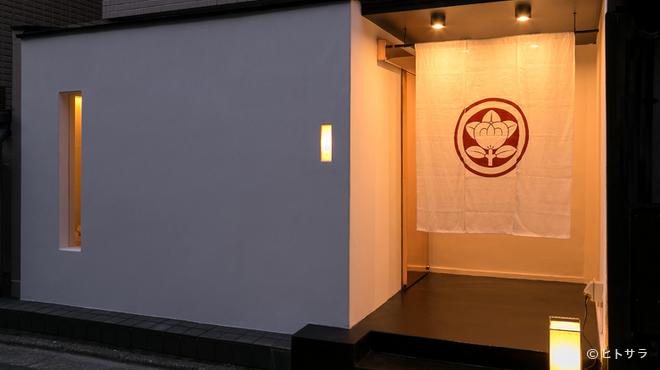 料理屋 橘 - 外観写真:大通りから一本中に入ると目に留まる、上品な雰囲気漂う料理屋