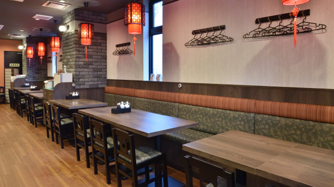 味覚 - メイン写真:テーブル席(ベンチ+イス)