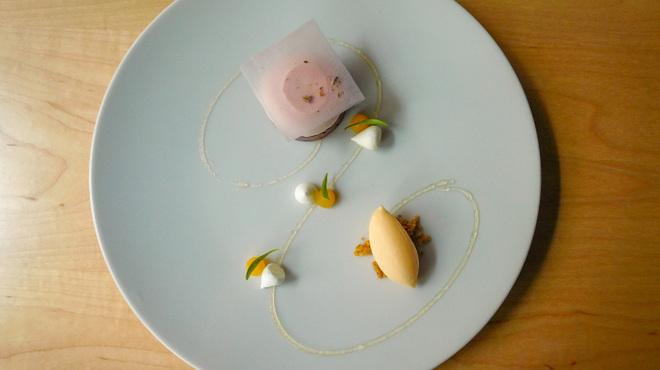B - 料理写真:レモンとラベンダーのタルト ハチミツのアイス添え