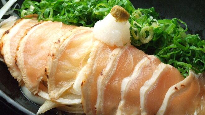 和食×隠れ家個室居酒屋 おにく男爵とおさかな夫人  - 料理写真:清流鶏のタタキ