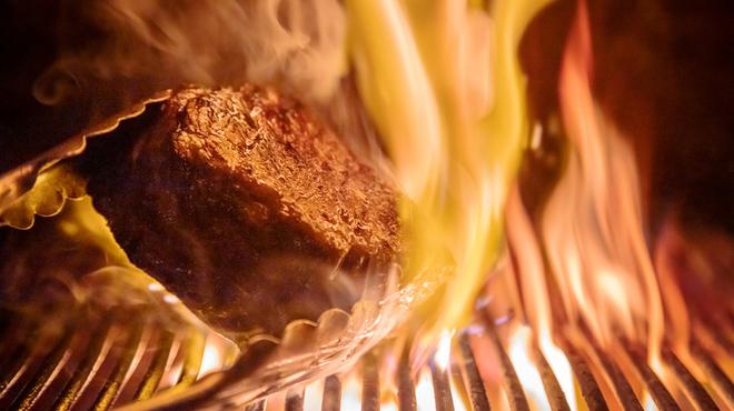 レガーロ - 料理写真:プリミティブな炭火焼きと手打ちパスタがスペシャリテ
