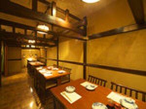 六右衛門 - 内観写真:高級感ある落ち着いた個室で20名様位まで