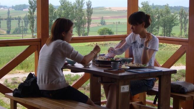 ひつじの丘 - 内観写真:テラス席でお食事!