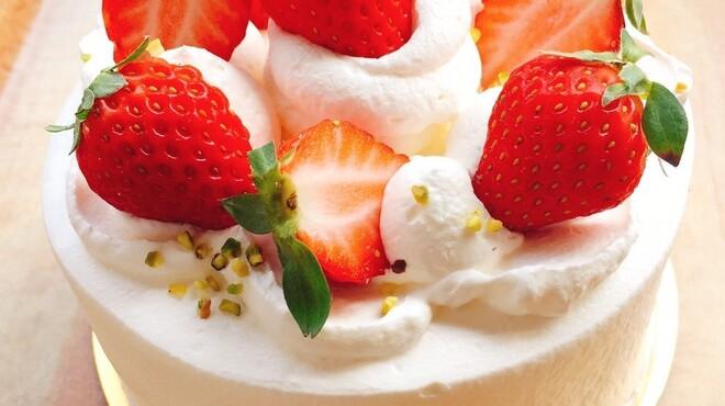 ドラゴンフライダイナー - 料理写真:『幸せのタルト』より【イチゴケーキ】