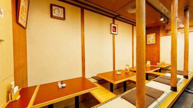 伊勢廣 - 内観写真:4名様×4席の掘りごたつ席。組合せで最大16名様迄までOK。ゆったり寛ぎながらお食事をどうぞ。