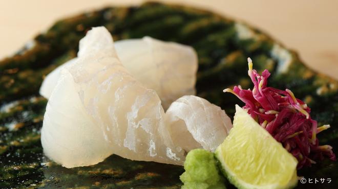 鮨 登喜和 - 料理写真:接待・会食にふさわしい、さまざまな味覚が一堂に揃う『おまかせ〜地物のマコガレイ』