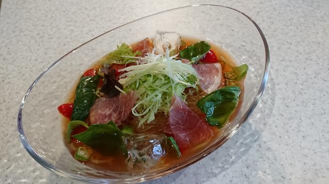 焼肉ひび屋 - 料理写真:トマトスープ冷麺一人前980円