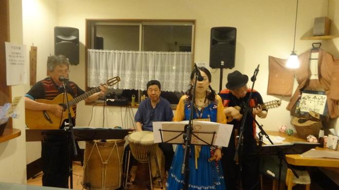 食彩工房 そばの華 - 内観写真:南米音楽ライブ
