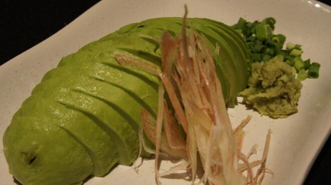 串焼きダイニング十兵衛 - 料理写真:アボカドスライス。わさび醤油で食べて下さい♪