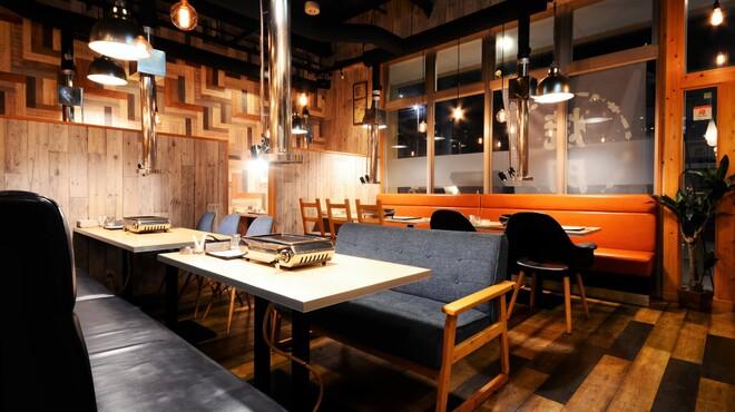 焼肉大衆酒場 ニューイワクラ - メイン写真: