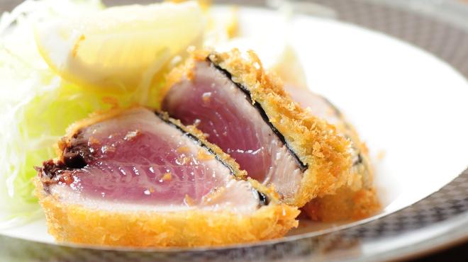 季節料理と静岡おでん しんば - メイン写真:カツオのレアカツ