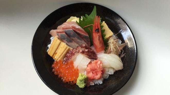 越前蟹の坊 - 料理写真:海鮮ちらし丼(小)