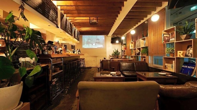 Cafe and Bar R