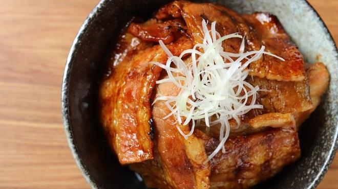 帯広炭火焼豚丼 豚吉 - メイン写真: