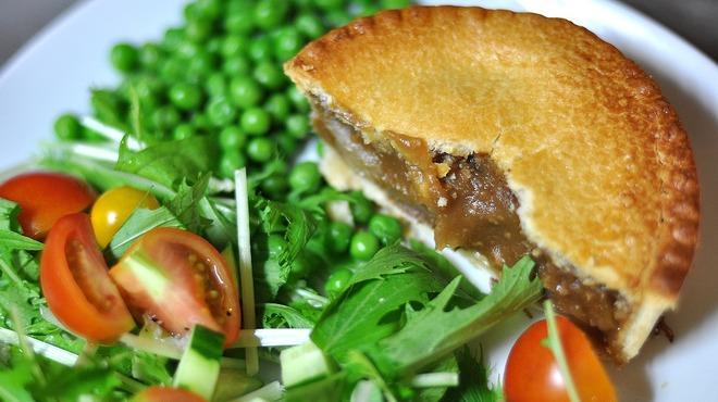 ジェリーズパイ - 料理写真:お惣菜パイはボリュームたっぷりで軽食にも最適! (盛り付け例)