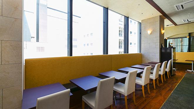 ニルワナム - 内観写真:テーブル席は最大15~20名程度まで対応可